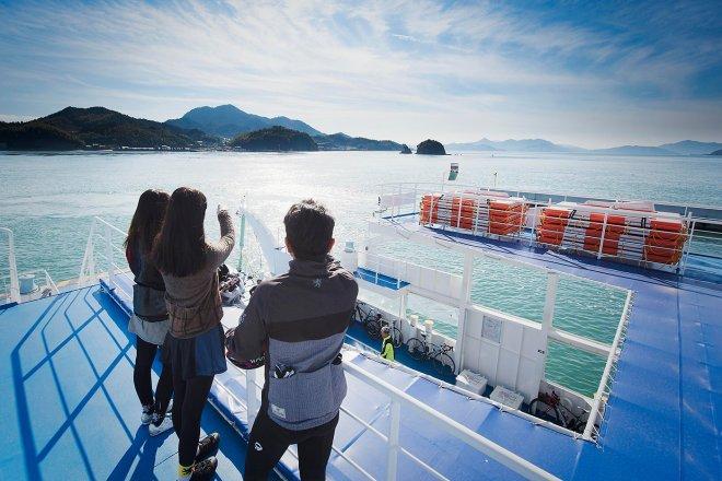Access to Kamijima by ship