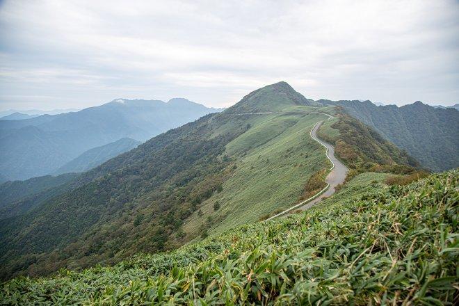沿著山脊延伸的飛碟路(町道瓶之森線)